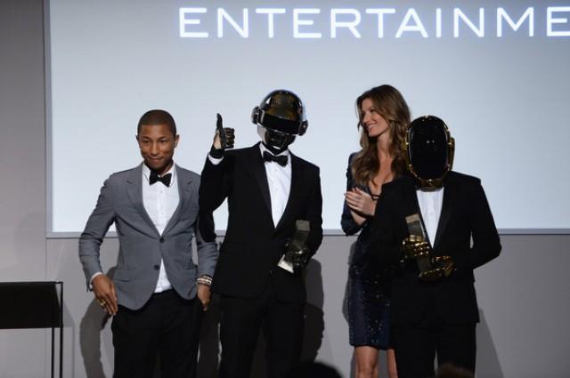 http://topbet.eu/news/wp-content/uploads/2014/01/Daft-Punk-Pharrell-Williams-Grammys-640x425.jpg