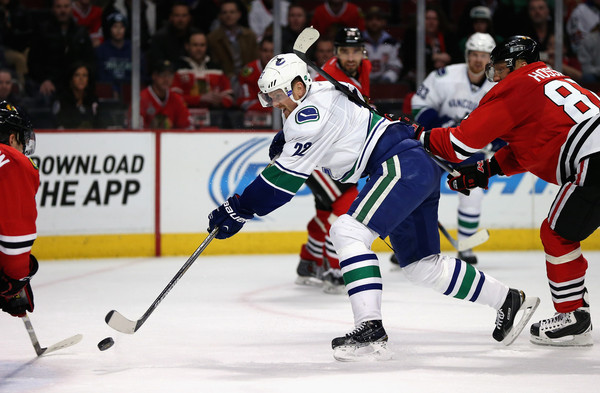 The Vancouver Canucks returned to winning ways with a thrilling 5-4 win  over the Chicago Blackhawks. Daniel Sedin starred for the Canucks as he  scored two ... e18bb6c7b
