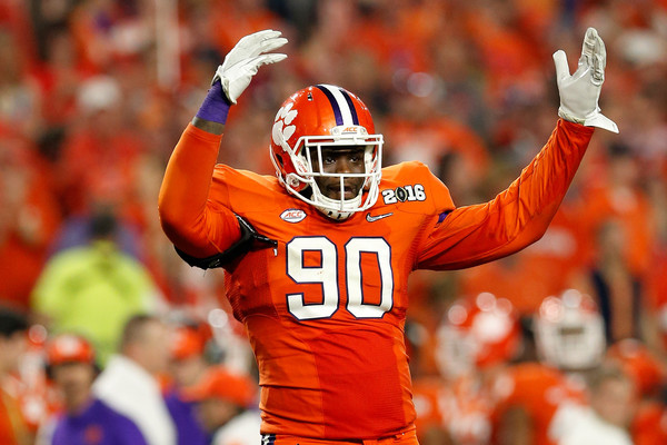 Leonard Floyd reacts after a play in the CFP Championship Game a542dae87e5